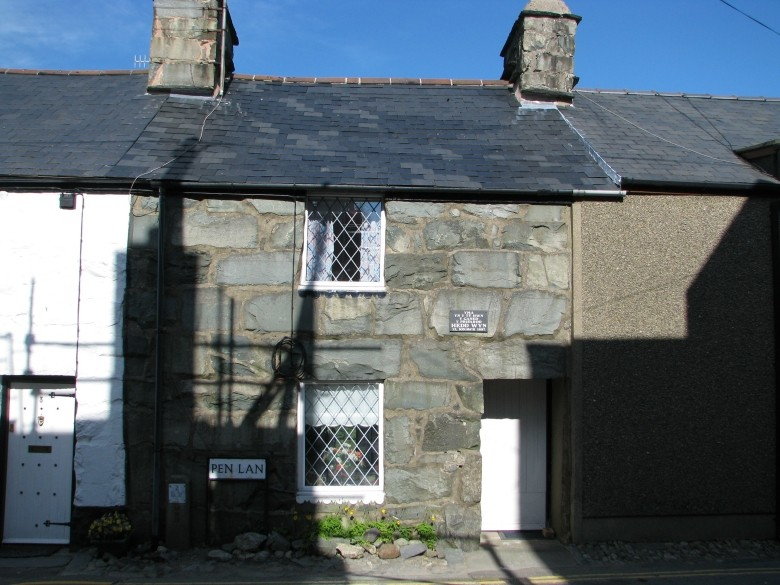 Picture Of Terraced Cottage In Snowdonia
