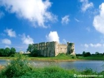 Picture of Carew Castle
